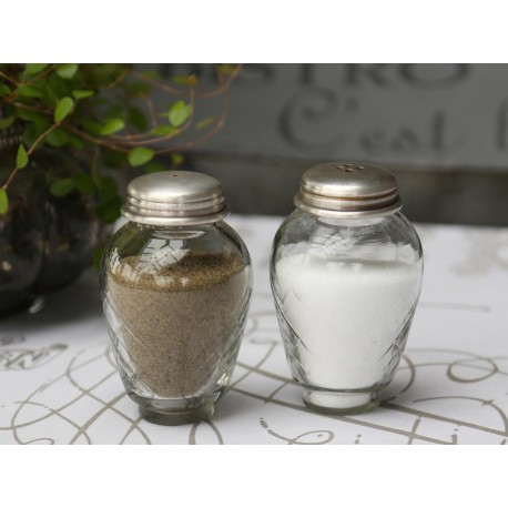 Salt & pepper w.grindings set of 2