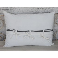 Pillow w.stripes & bows white 50x70 cm