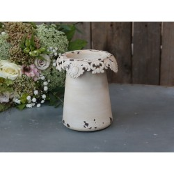 Vase (S19) with lace edge