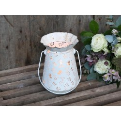 Hanging flowerpot w. butterfly