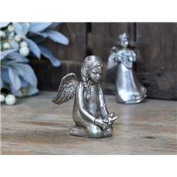 Toulon Angel (X19) sitting
