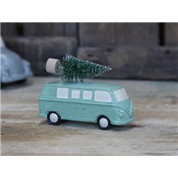Car (X19) w. christmastree