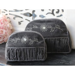 Toilet bag w. embroidery grey