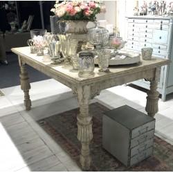 Stół Chic Antique z Rzeźbieniami