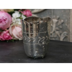 Tealight holder w. grindings