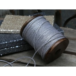 Ribbon on wooden spool (X16)
