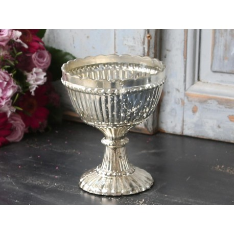 Centrepiece w.pearl edge antique silver