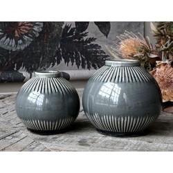 Vase w. striped pattern