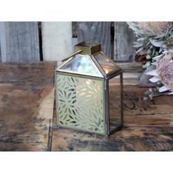 Lantern w. brass flower decor