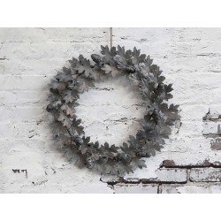 Wreath w. pine cones for hanging