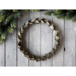 Wreath w. leaves for hanging