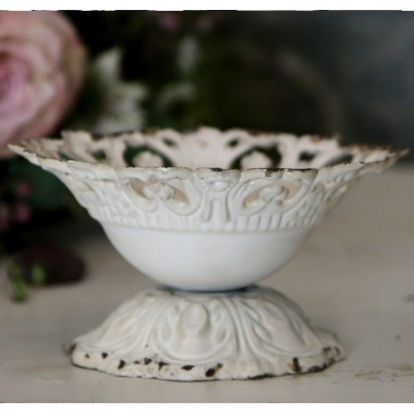 Centrepiece on foot w.lace edge